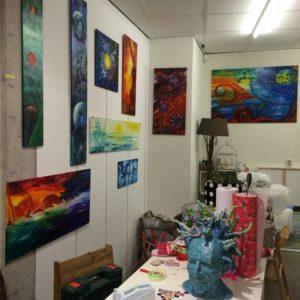 schilderijen Linda Hofker in de shoppingmol